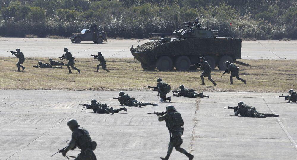 Soldados taiwaneses participam de exercício militar no condado de Hsinchu, no norte de Taiwan, usando tanques, morteiros e armas pequenas, 19 de janeiro de 2021