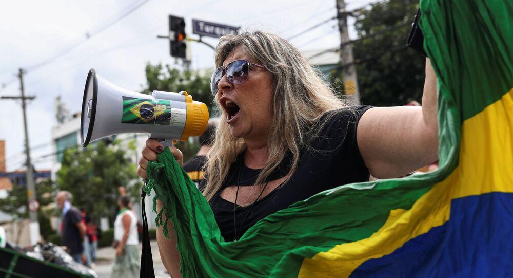 Bolsonarista protesta perto da casa do governador de São Paulo, João Doria (PSDB), contra lockdown, São Paulo, Brasil, 7 de março de 2021
