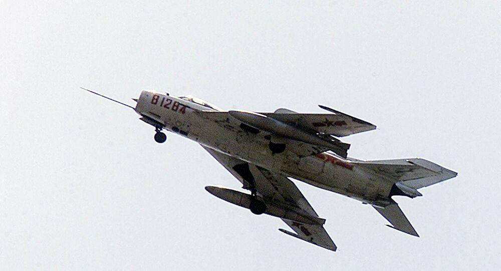 Caça chinês J-7