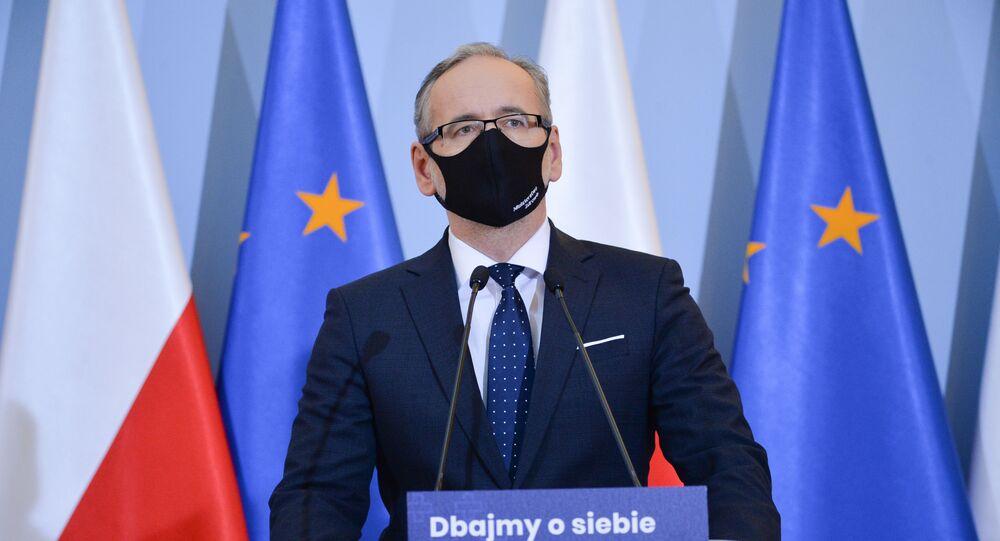 O ministro da Saúde da Polônia, Adam Niedzielski, durante uma coletiva de imprensa em Varsóvia sobre o aumento da incidência do novo coronavírus