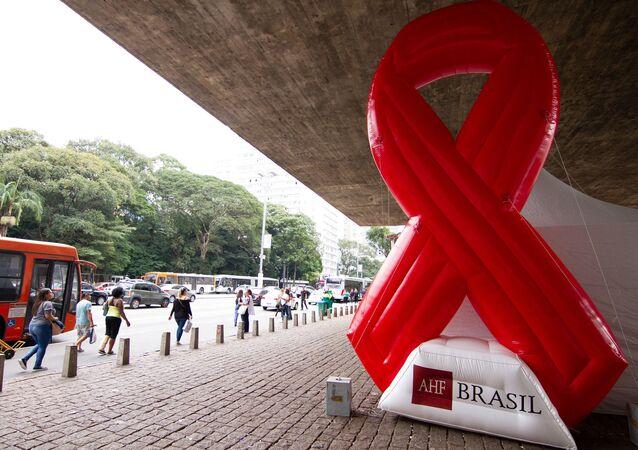 O laço vermelho, símbolo da luta contra a AIDS, em São Paulo, em foto do dia 17 de junho de 2019.