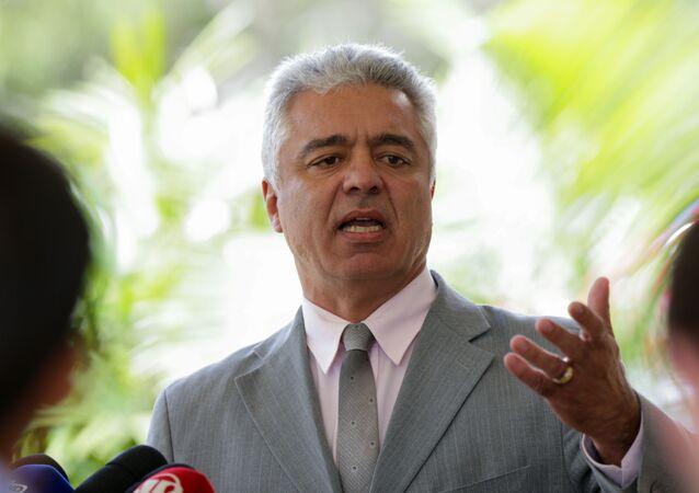 O senador, Major Olímpio (PSL-SP), fala com a imprensa.