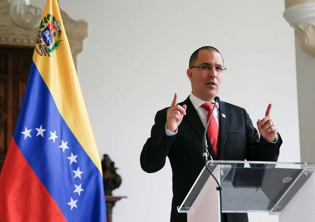 Jorge Arreaza, ministro das Relações Exteriores da Venezuela, fala à mídia em Caracas, Venezuela, 24 de fevereiro de 2021