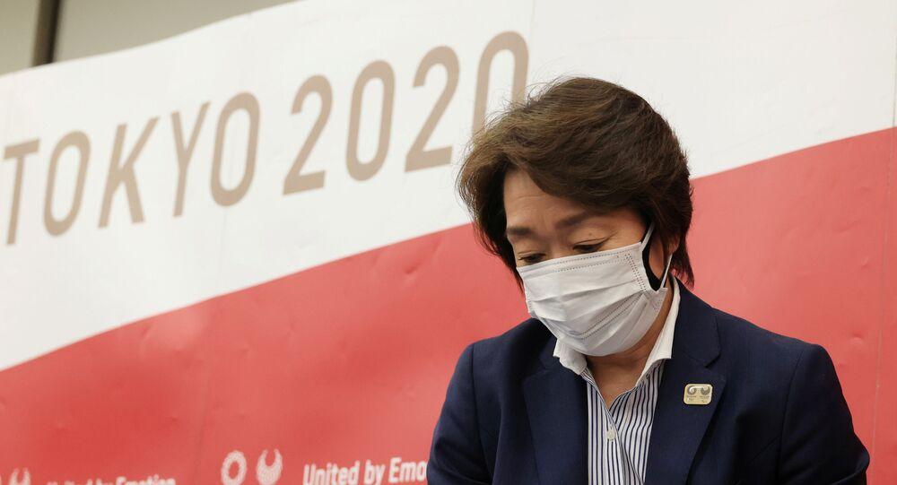 Em Tóquio, a presidente do Comitê Organizador das Olimpíadas no Japão, Seiko Hashimoto, deixa uma coletiva de imprensa, em 20 de março de 2021