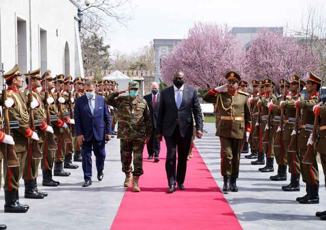 Secretário de Defesa dos EUA, Lloyd Austin, caminha durante sua visita a Cabul, Afeganistão, em 21 de março de 2021