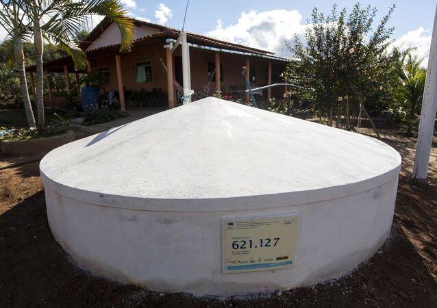 ASA - Projeto Um Milhão de Cisternas; Cisternas instaladas em residências da comunidade de Caiçara, Indaiabira, 18 de Junho de 2015.