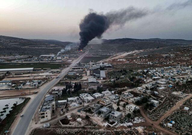Coluna de fumaça na Síria (foto de arquivo)