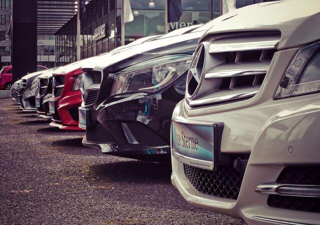 Imagem ilustrativa com carros da Mercedes-Benz