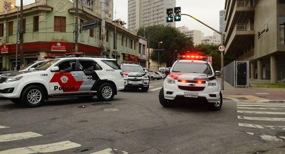 Em São Paulo, viaturas da Polícia Militar participam de reintegração de posse no Centro Paula Souza, em 6 de maio de 2016
