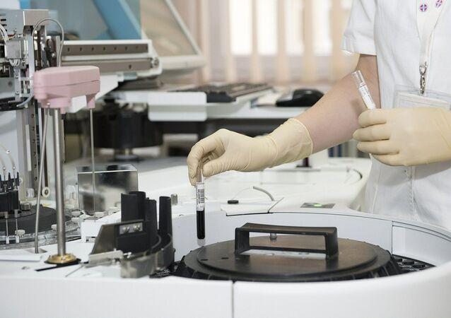 Cientista em laboratório em imagem ilustrativa