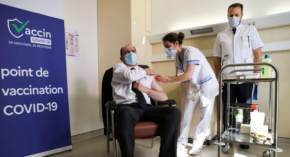 Primeiro-ministro francês Jean Castex, de 55 anos, recebe vacina da AstraZeneca contra a COVID-19, Saint-Mandé, arredores de Paris, França, 19 de março de 2021