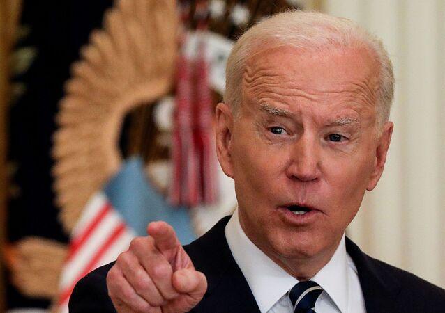 Presidente dos EUA, Joe Biden responde a questões em sua primeira coletiva de imprensa formal na Casa Branca, 25 de março de 2021