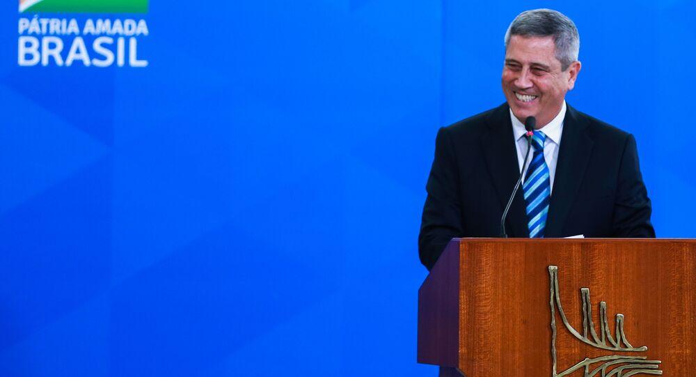 O novo ministro da Defesa, general Walter Souza Braga Netto, durante pronunciamento em Brasília.