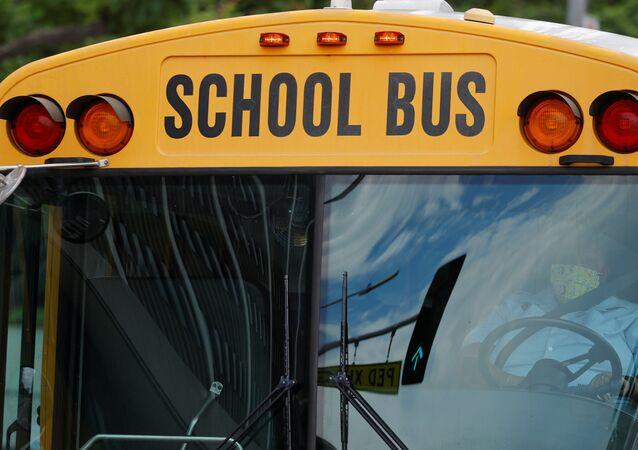 Ônibus escolar em Los Angeles, Califórnia, EUA (foto de arquivo)