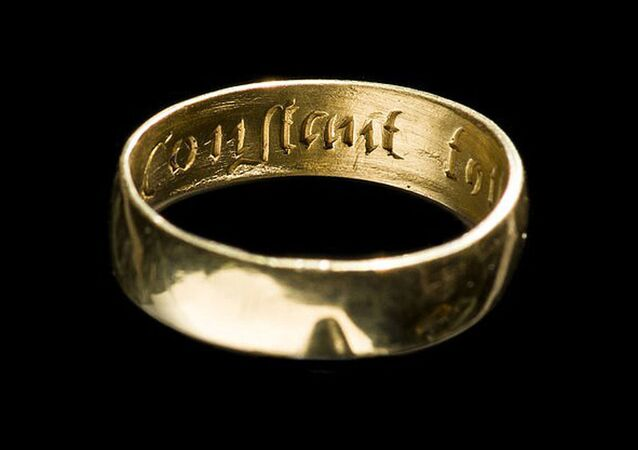 Anel de ouro do século XVII, um dos vários objetos encontrados na região