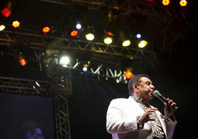 Cantor Agnaldo Timóteo se apresenta no palco República durante a Virada Cultural de São Paulo, em 22 de maio de 2016