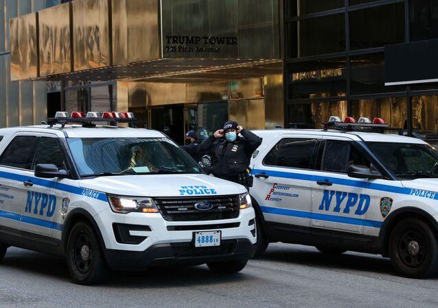 Policiais de Nova York fazem a segurança do Trump Tower, do ex-presidente dos EUA, Donald Trump
