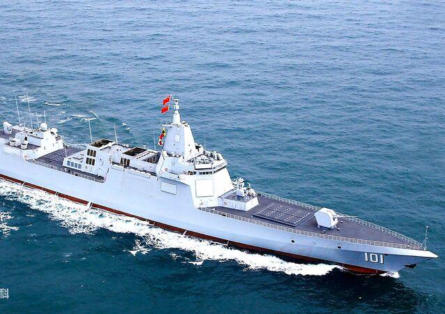 Destróier Type 055 comissionado pelo Exército de Libertação Popular da China (ELP)