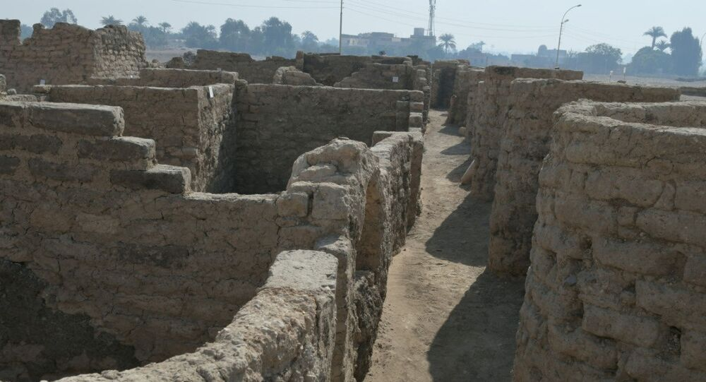Ruínas de cidade egípcia descoberta nos arredores de Lúxor