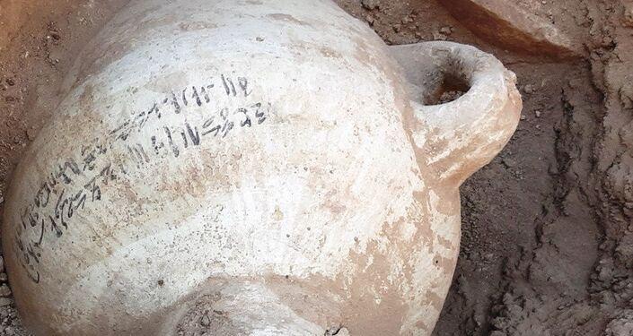Cerâmica encontrada em escavações de cidade construída há mais de 3.000 anos no Egito