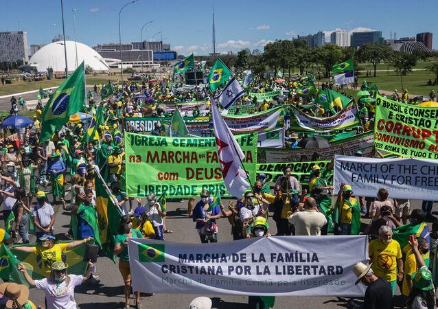 Em Brasília, bolsonaristas realizam Marcha da Família Cristã pela Liberdade, repetindo famoso protesto da Ditadura Militar, em 11 de abril de 2021