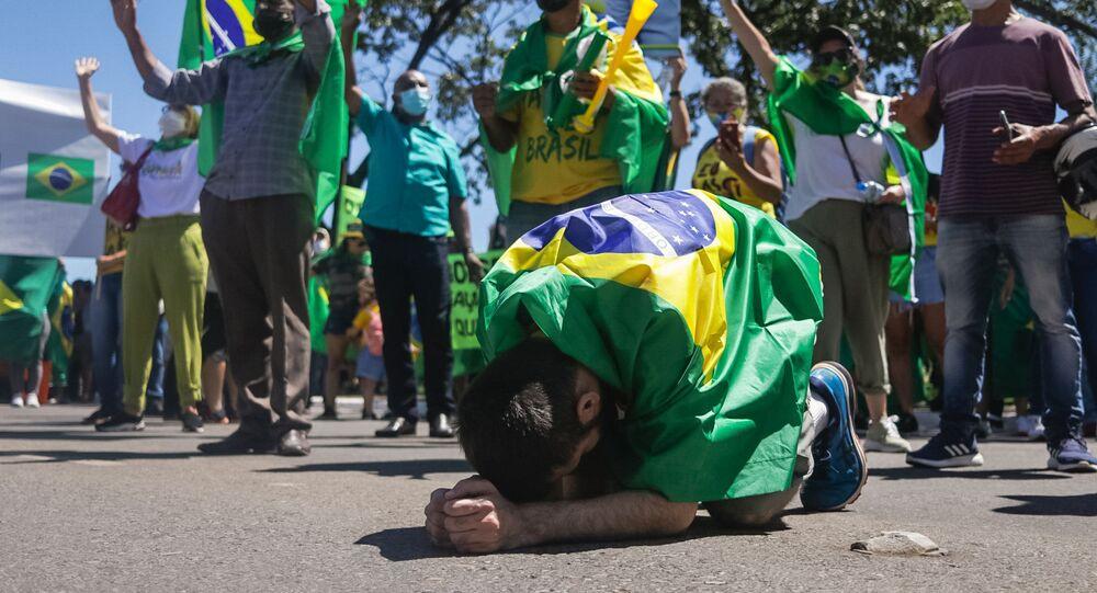 Em Brasília, bolsonaristas oram durante Marcha da Família Cristã pela Liberdade, repetindo famoso protesto da Ditadura Militar, em 11 de abril de 2021