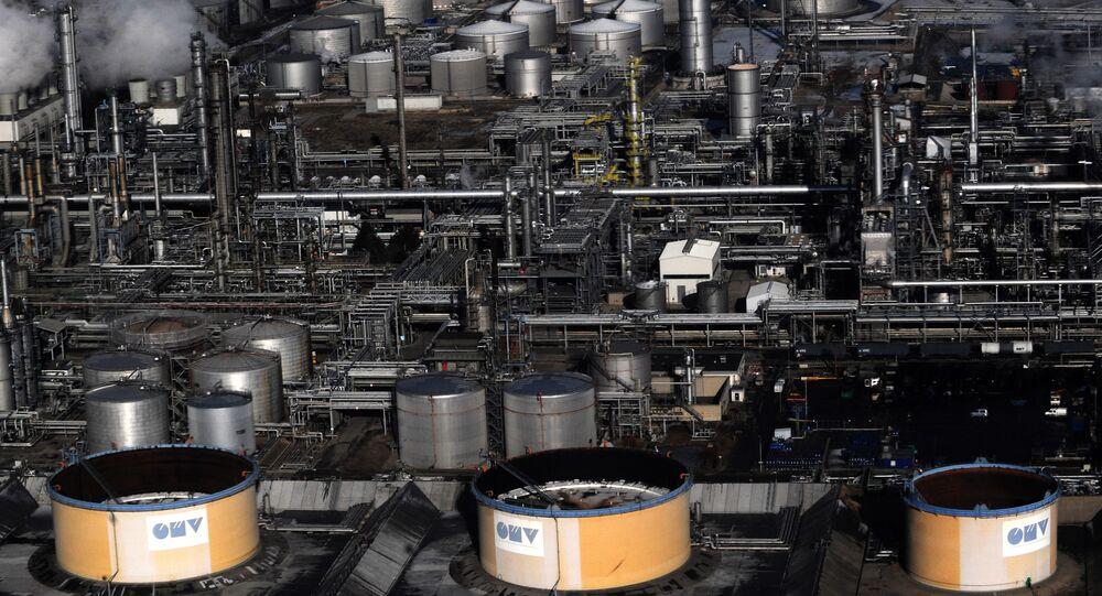 Uma vista aérea da refinaria de petróleo austríaca OMV perto de Viena, Áustria.