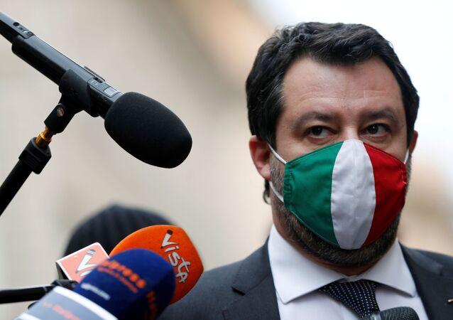 Em Roma, o líder do partido de direita italiano Liga, Matteo Salvini, fala com a mídia após consultas com o presidente da Itália, Sergio Matarella, em 28 de janeiro de 2021