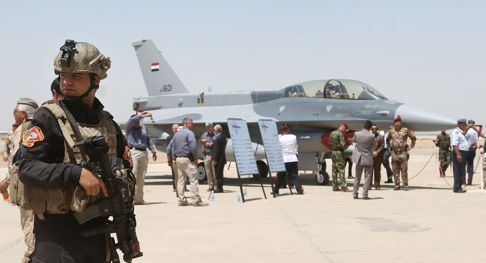 Caça F-16 iraquiano na base aérea de Balad, no Iraque