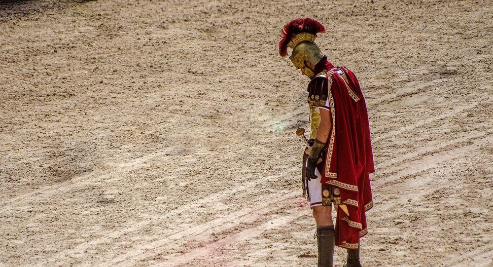 Gladiador romano na arena (imagem referencial)