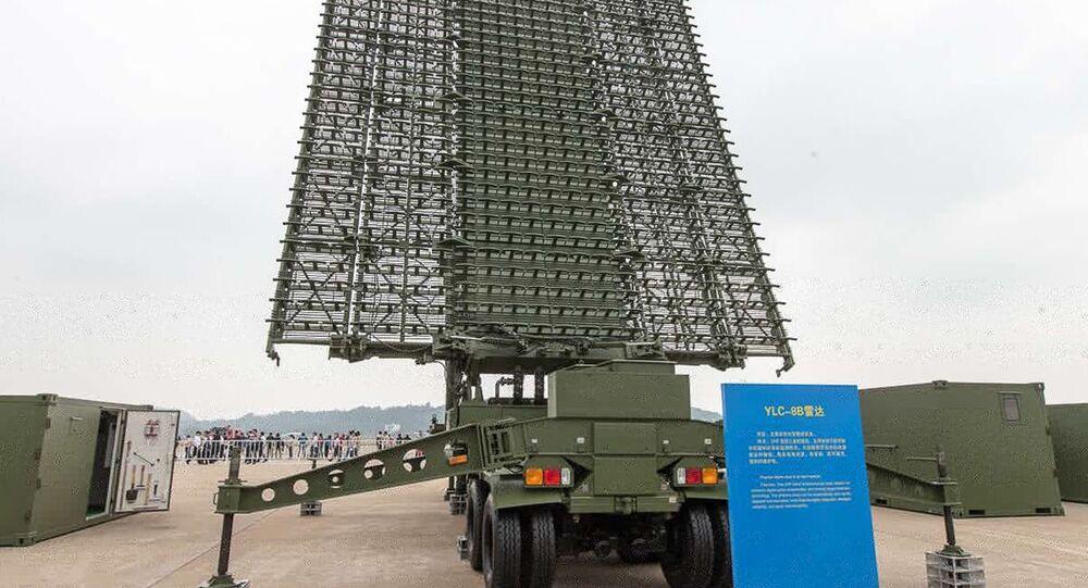YLC-8B opera em radar de vigilância antifurtiva de longo alcance UHF-Band 3D, utilizando compressão de pulso digital e tecnologia de detecção de alvo móvel.