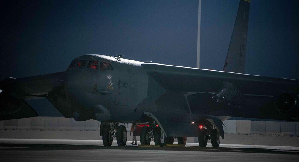 Bombardeiro B-52 estacionado na Base Aérea de Al-Udeid, no Qatar, 23 de abril de 2021