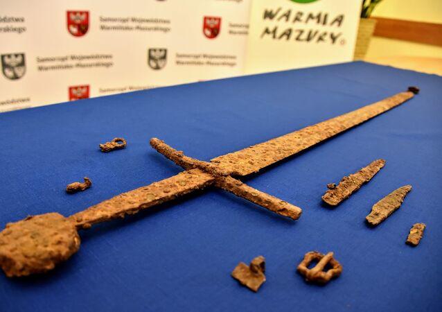 FOTOS Espada medieval dos tempos da Batalha de Grunwald de 1410