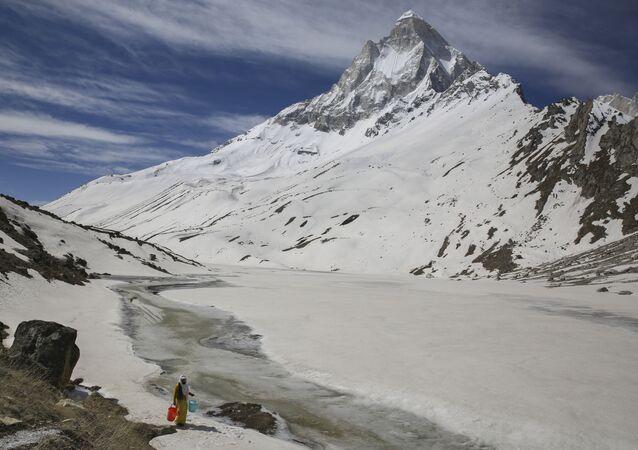 Montanhas do Himalaia em Uttarakhand, no norte da Índia