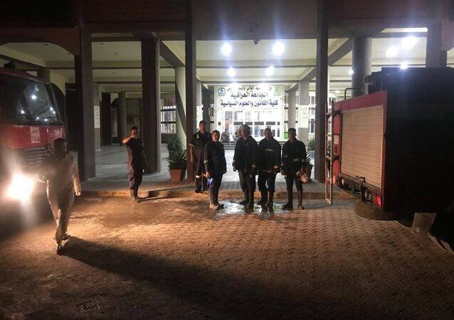 Hospital Ibn Khatib, em Bagdá, após evacuação de pacientes devido a incêndio ocorrido neste sábado, 24 de abril de 2021