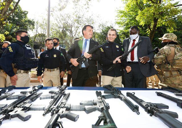 Presidente Jair Bolsonaro durante ato de entrega de viaturas e de armamentos à Polícia Rodoviária Federal.