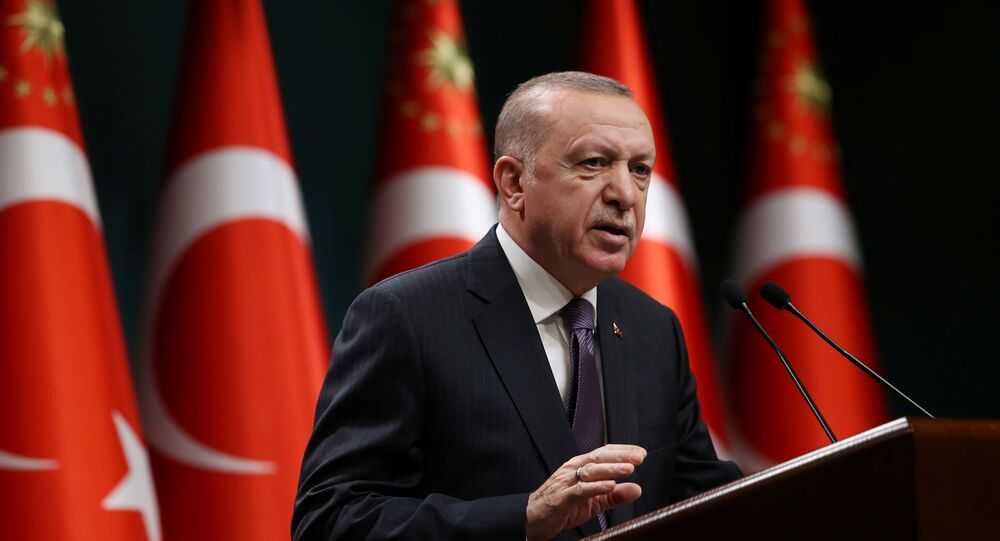 Em Ancara, o presidente da Turquia Recep Tayyip Erdogan discursa após uma reunião de gabinete, em 26 de abril de 2021