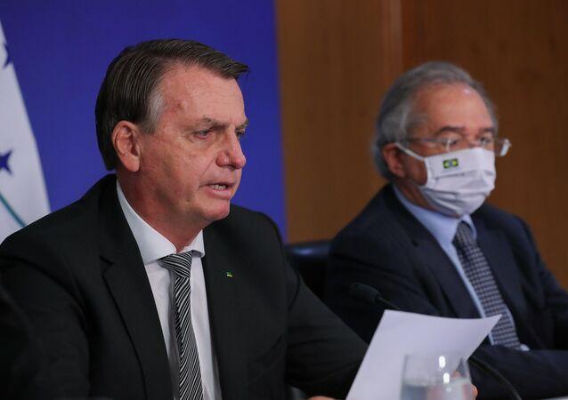 O presidente Jair Bolsonaro participa de cúpula do Mercosul ao lado do ministro da Economia, Paulo Guedes.