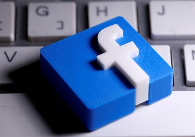 Logotipo do Facebook impresso em 3D em 25 de março de 2020