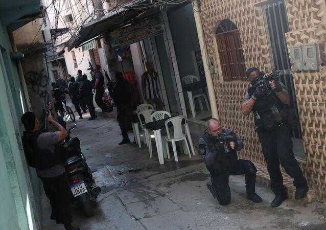Policiais durante a Operação Exceptis, que deixou 28 mortos no Jacarezinho, no Rio de Janeiro, em 6 de maio de 2021