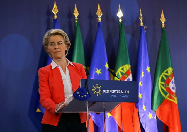 Ursula von der Leyen, presidente da Comissão Europeia, participa de coletiva de imprensa durante a Cúpula Social Europeia no Porto, Portugal, 8 de maio de 2021