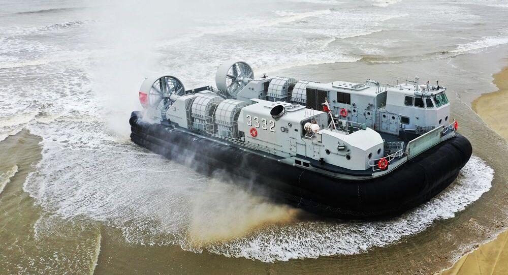 Embarcação de desembarque aerodeslizadora do Comando do Teatro do Sul do Exército de Libertação Popular durante exercícios em 24 de março de 2021