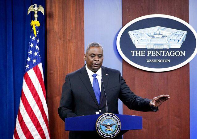 Secretário de Defesa Lloyd Austin fala durante reunião no Pentágono em Washington, EUA