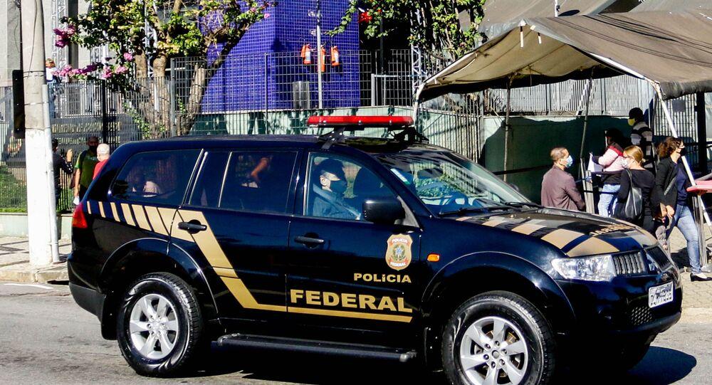 A Polícia Federal deflagrou, no dia 19 de maio de 2021, a Operação Akuanduba, com o objetivo de apurar crimes contra a administração pública praticados por agentes públicos e empresários do ramo madeireiro; entre os alvos estão endereços ligados ao ministro do Meio Ambiente, Ricardo Salles