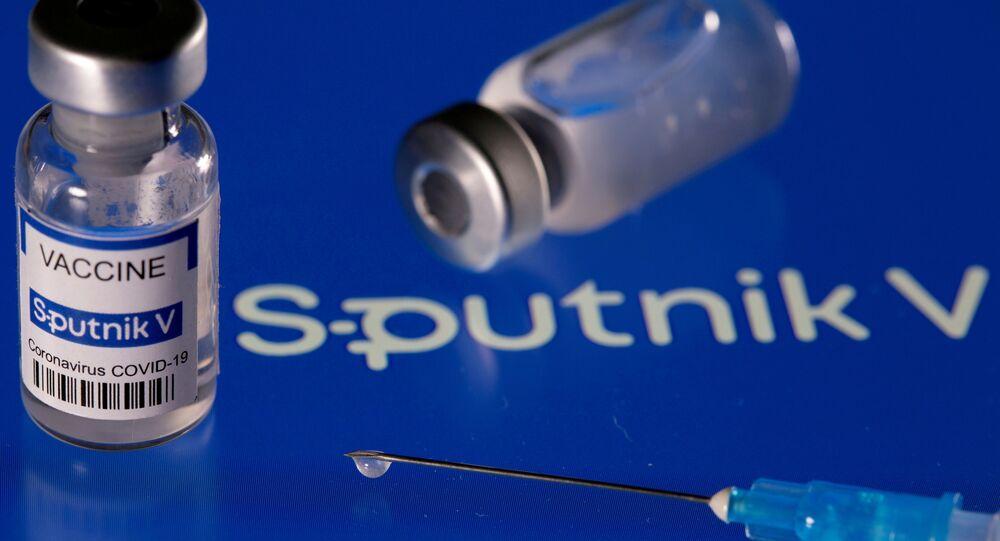 Imagem ilustrativa de frascos da vacina russa Sputnik V