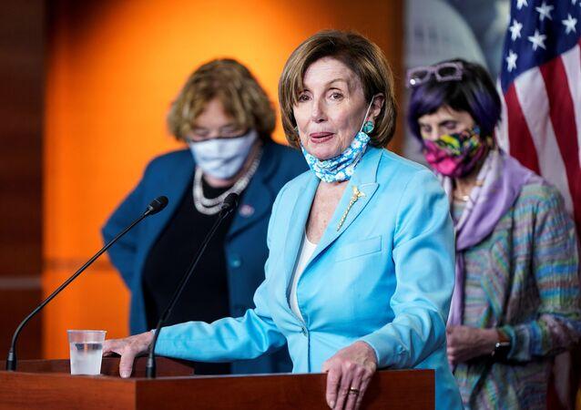 Presidente da Câmara dos EUA, a democrata Nancy Pelosi, fala durante coletiva de imprensa no Capitólio em Washington, EUA, em 19 de maio de 2021