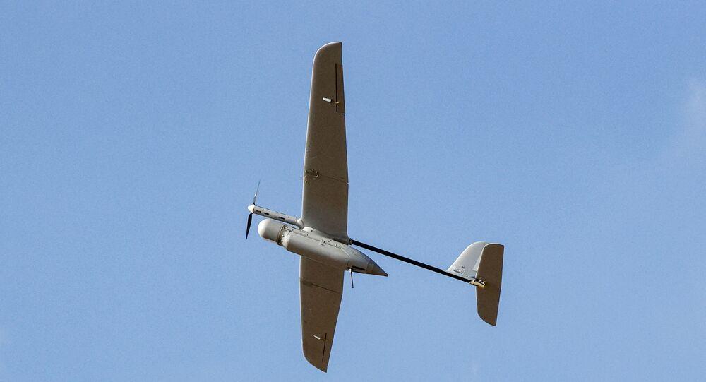 Drone israelense Skylark decola próximo da fronteira com a Faixa de Gaza