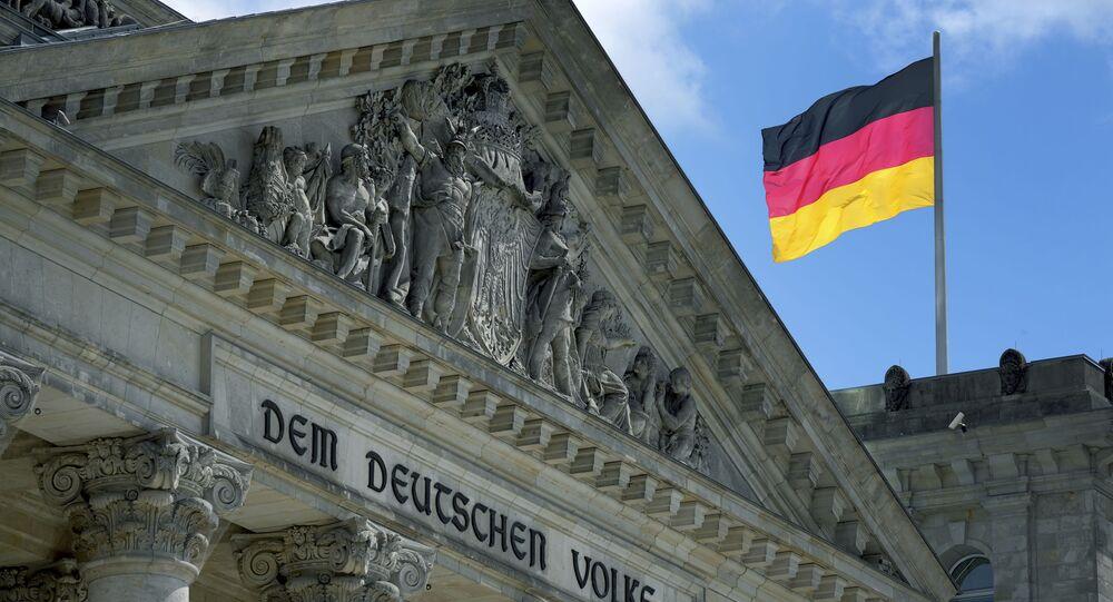 Bandeira da Alemanha no Bundestag, o parlamento federal alemão, 19 de maio de 2021