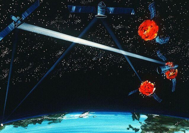 Representação artística de uma arma híbrida a laser terra-espaço, 1984