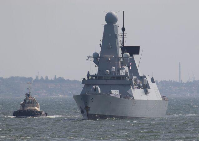 Destróier HMS Defender da Marinha Real do Reino Unido chega ao porto de Odessa no mar Negro, Ucrânia, 18 de junho de 2021